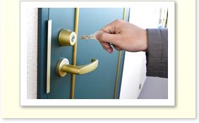 玄関ドアの鍵開け