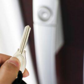 鍵をなくした!家に入れない時にすべきこと!鍵の交換も必要な理由