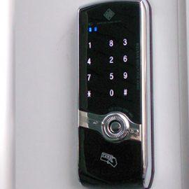 暗証番号の電子錠