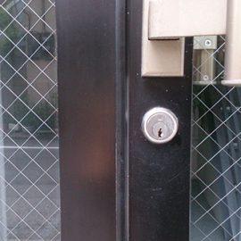 オフィス玄関の鍵