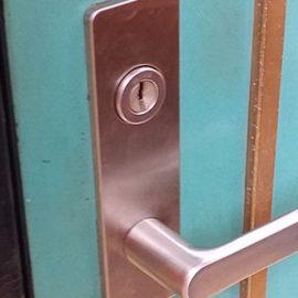 葛飾区の玄関のドアレバー