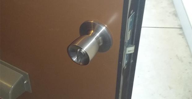 玄関ドアの修理