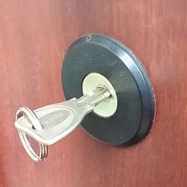 玄関の鍵穴に枝が詰まっている 鍵修理|春日部市中央