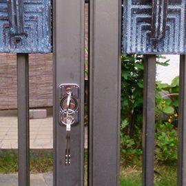 門扉の侵入対策に鍵の取り付け|長岡京市井ノ内
