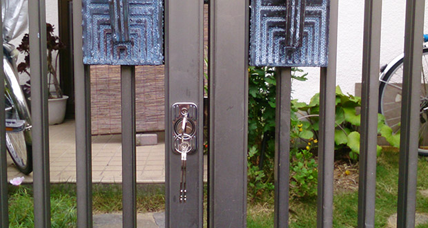 ALPHA社の面付錠を設置