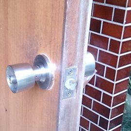 玄関のドアノブ