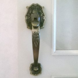 施工前のサムラッチ錠