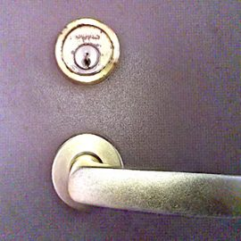 家の鍵を忘れて外出 入れ違いで家族が施錠 鍵開け|大阪市西淀川区野里