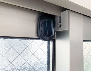 窓からの侵入に注意