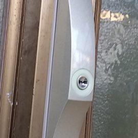 引き戸玄関の鍵交換