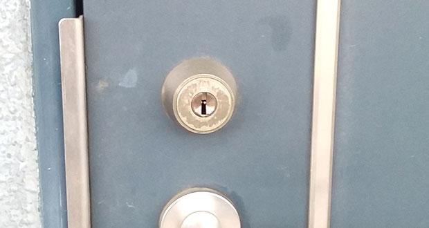 WESTのディンプルキーが付いた玄関ドア