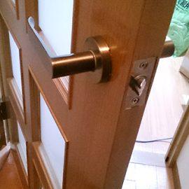 室内ドアのラッチ錠前交換|寝屋川市京口町