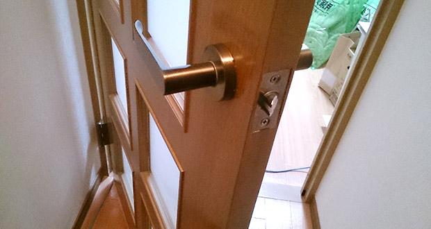 室内ドアのチューブラ錠を交換