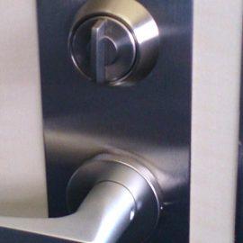 玄関ドアの鍵とドアノブの交換|川崎市中原区市ノ坪