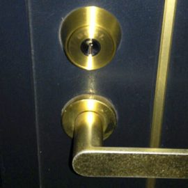 玄関ドアの鍵をGOAL社のV-18に交換|平塚市錦町