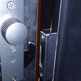 トイレの鍵が空回りしてしまう