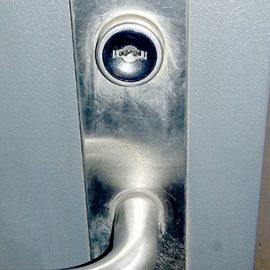 鍵穴の中に残った折れたカギの除去|日野市多摩平