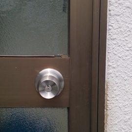 錠前劣化による故障した連絡扉の開錠と鍵交換|新座市野火止