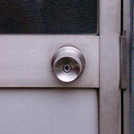 ラッチ故障で開かない扉の開錠と鍵交換|川口市朝日