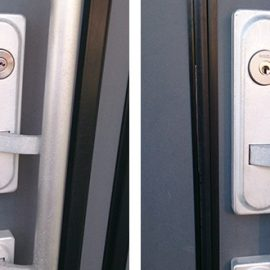 玄関の2か所の鍵を交換