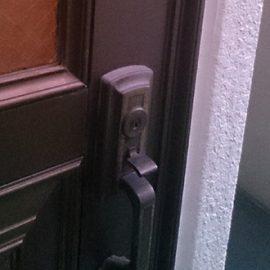 交換前の玄関ドア