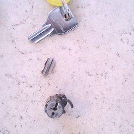 鍵が折れて鍵穴に詰まった 鍵抜き|千葉市花見川区武石町