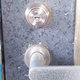 玄関ドアを鍵交換