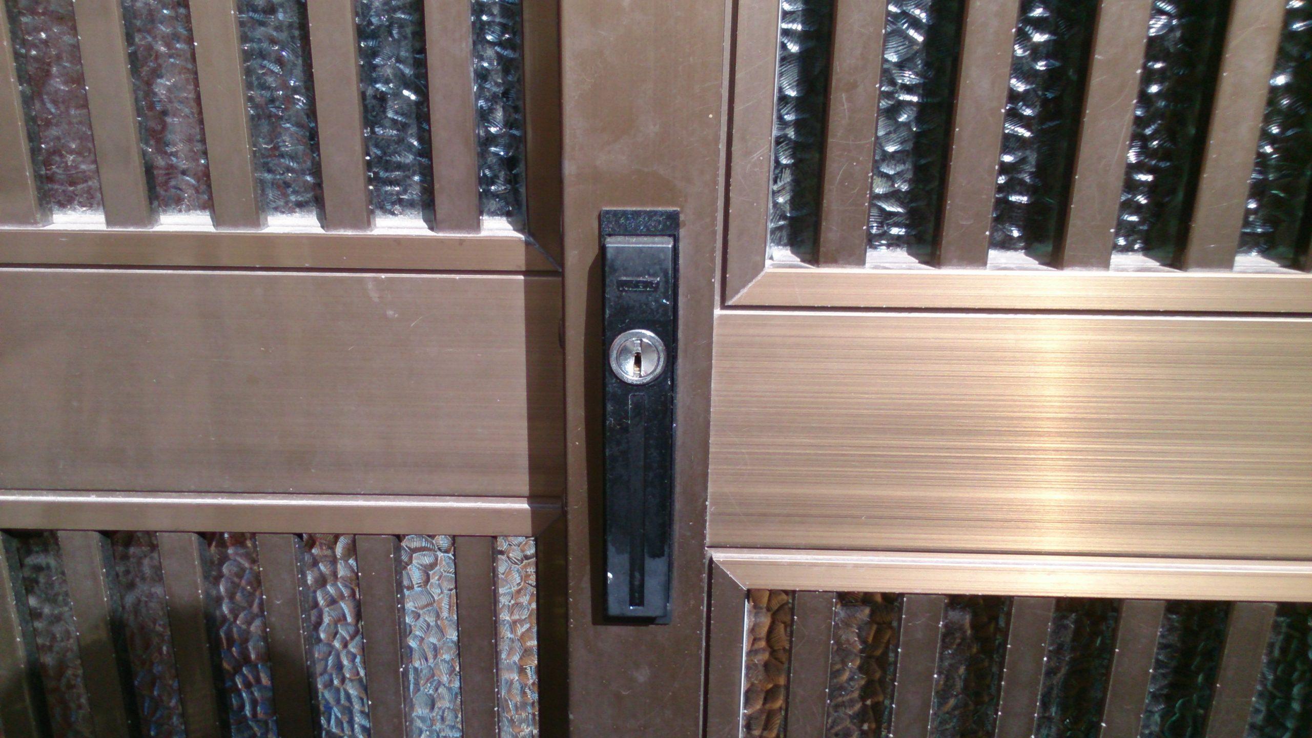 空回りする引き戸の鍵