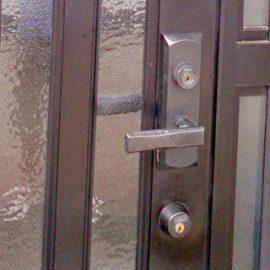 玄関鍵の修理
