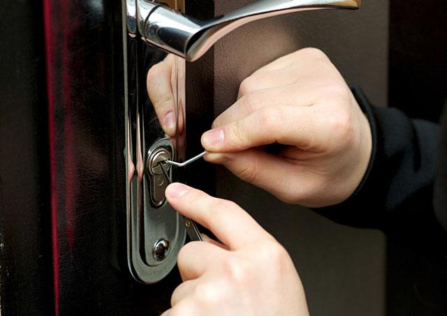 ピッキングされやすい鍵はコレ!空き巣に入られない為の対策