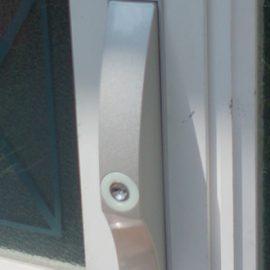 鍵交換前の玄関引き違い戸