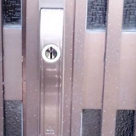 開け閉めがしづらい玄関引き戸の鍵交換|堺市南区高倉台