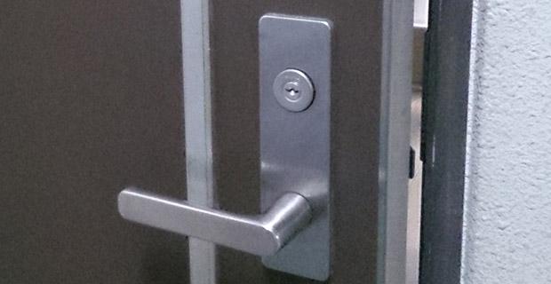 鍵交換後の玄関ドア