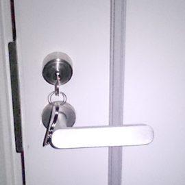 鍵を無くして防犯の為に玄関ドアの鍵を交換|多摩市落合