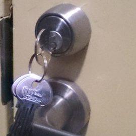 家の鍵を紛失して玄関ドアの解錠と鍵交換|入間市春日町