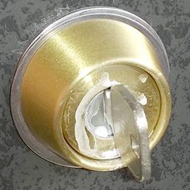 刺さったまま抜けなくなった鍵
