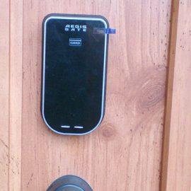 家のセキュリティ強化の為に玄関の鍵を電子錠に交換|入間市宮寺