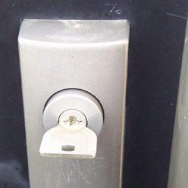 鍵穴の中で折れた鍵