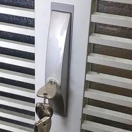 鍵を開け閉めしにくい玄関の引き戸の鍵交換|門真市上野口町