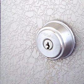 ドアの外から施錠出来なくなった玄関の錠前交換|大東市諸福