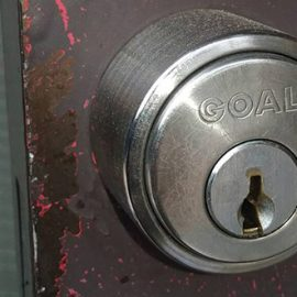 鍵が回しづらい玄関扉の鍵交換|鴻巣市大間