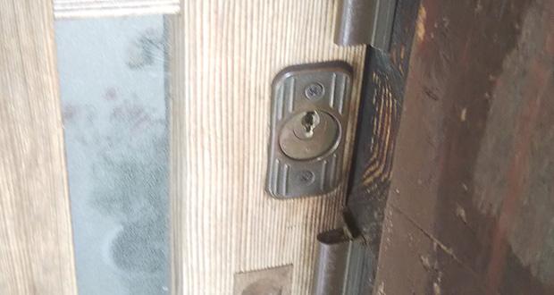 交換前の引き戸の鍵