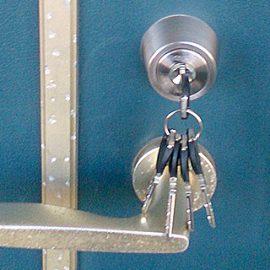 鍵を交換した玄関ドア