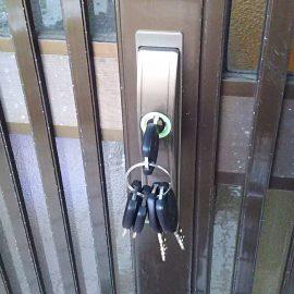 鍵交換後の引き違い扉