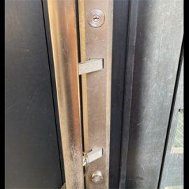 玄関扉の鍵が回らなくなったためMIWAのU9に交換|町田市中町