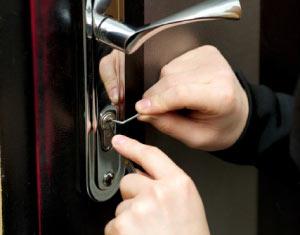 ピッキングしやすい鍵が設置されている