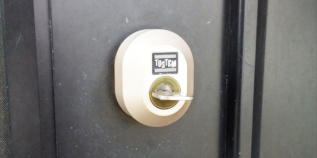 玄関の鍵が抜けないため交換