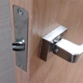壊れた脱衣所の扉の鍵修理