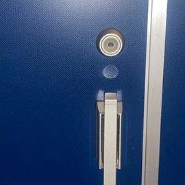 鍵穴が付いた玄関ドア