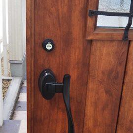 電子錠に交換前の玄関ドア